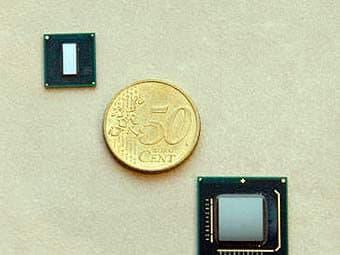 Размер процессора по сравнению с монеткой. Есть процессоры и крупнее, есть и гораздо мельче.